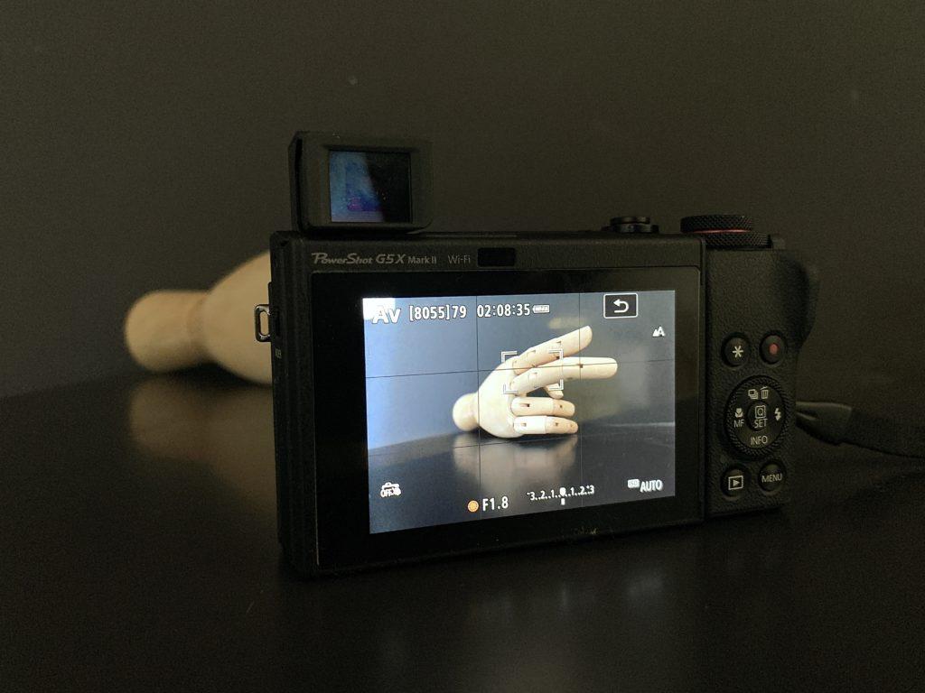 De Canon G5X mark II heeft zowel een zoeker als een aanraakgevoelig scherm